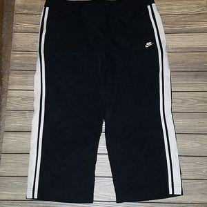 Nike wide leg black capri pants